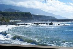 La Palma, Puerto de Tazacorte. Gischt und Wellen. ©UdoSm