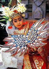 Bali  Batu Bulan, Bilder im Theater bei einem traditionellen Tanz. ©UdoSm