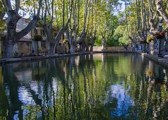 A Cucuron ce bassin s'appelle un étang.........(on black c'est mejor).