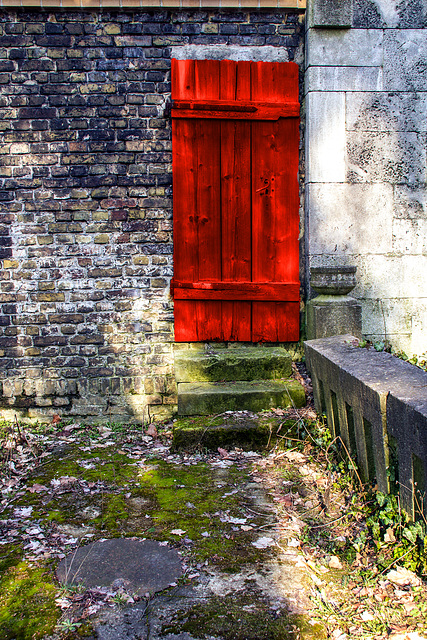 """""""I see the red door ......  ♫ ♪ ♪ ♫"""