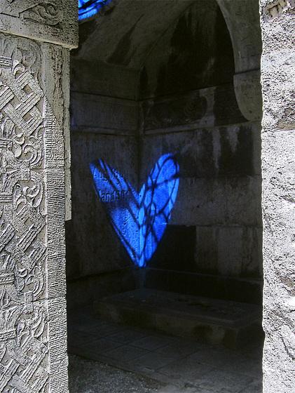 Blaues Herz in der Gruft
