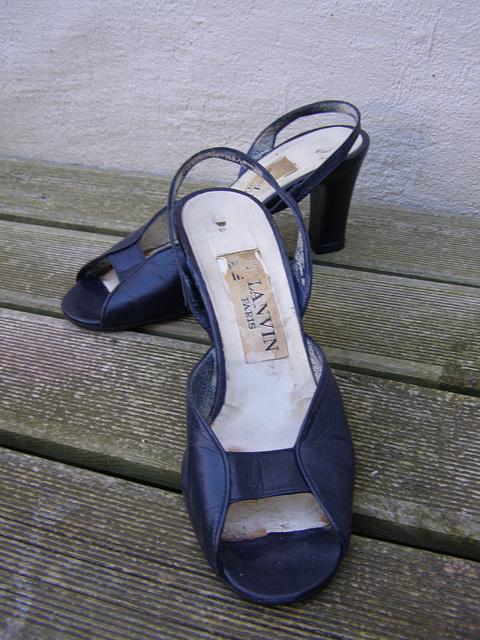 Dame Simone / Ses sandales Lanvin retrouvées - Her beloved Lanvin sandals are back.