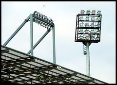 Neuer und alter Flutlichtmast, Millerntor-Stadion FC St. Pauli, Hamburg