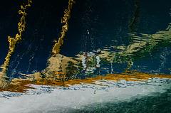 Le sloop en el puerto de La Ciotat...............(on black).