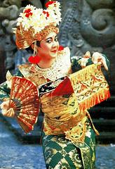 Bali  Batu Bulan, Bilder im Theater bei einem traditionellen Tanz 2. ©UdoSm