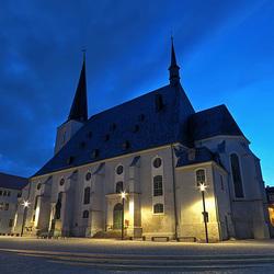 """Weimarer Stadtkirche St. Peter & Paul (Herderkirche) in der """"Blauen Stunde"""""""