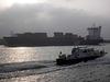 Feeder-Containerschiff  OOCL RAUMA u. Lotse