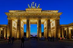 das Brandenburgertor zur Blauen Stunde (© Buelipix)