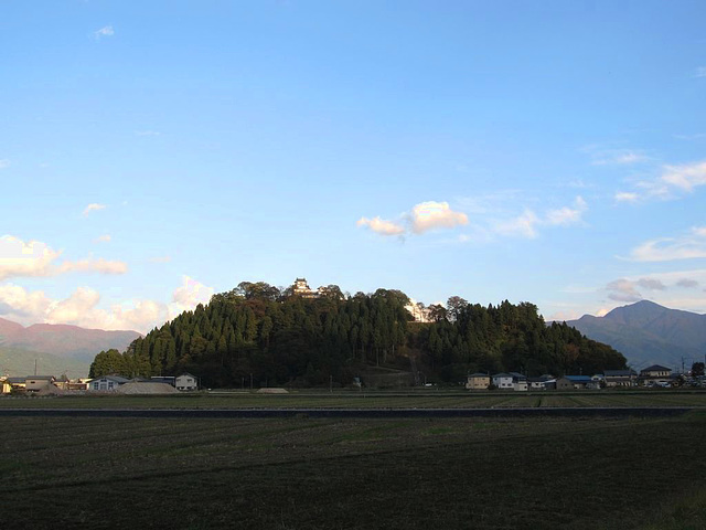 La kastelo OONO sur la monteto KAMEYAMA