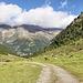 Blick ins Tal und auf die gegenüberliegenden Berge (PIP)