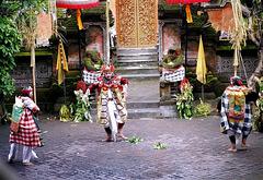 Bali.  Batu Bulan, Barong Tanz 4. ©UdoSm