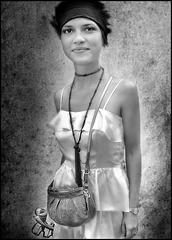 Femme en bandeau noir