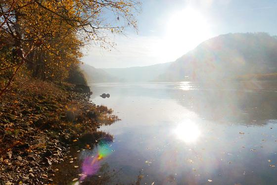 Licht über Land und Fluss - lumo sur tero kaj rivero