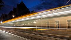 BESANCON: Passage d'un tram avenue fontaine argent.