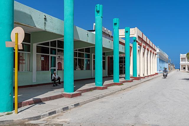 hot noon in Gibara