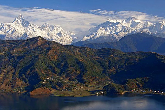 Gorgeous picture of Annapurna massif and Fewa Tal