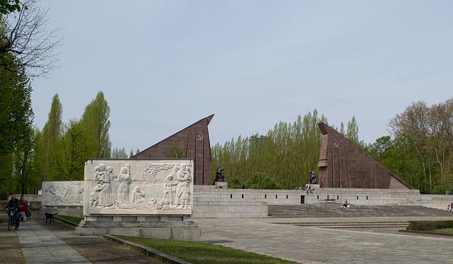 Berlin Soviet War Memorial Treptower  (#2683)