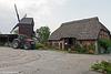 Bockwindmühle und Bauernhof...