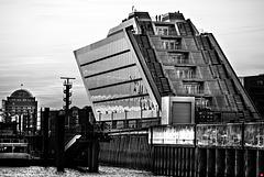 Dockland, ziemlich steile Treppenläufe...