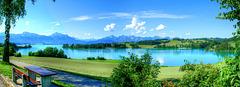 Forggensee. Der Blick von Nord nach Süd zu den Allgäuer und Tiroler Bergen.  ©UdoSm