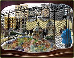 Barcellona : il cortile esterno di Casa Batlló , lato posteriore