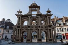 BESANCON: Place de la Révolution: Reconstitution de l'Arc de Triomphe en carton 05