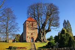 Slate, Kirche und alte Linde