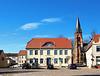 Warin, Markt mit Rathaus und Kirche