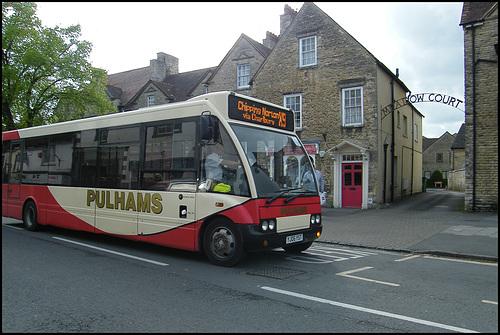 Pulhams bus