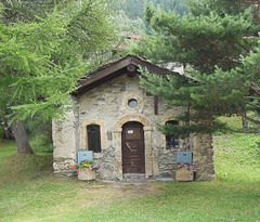 Petite chapelle des Alpes / Small chapel in the Alps