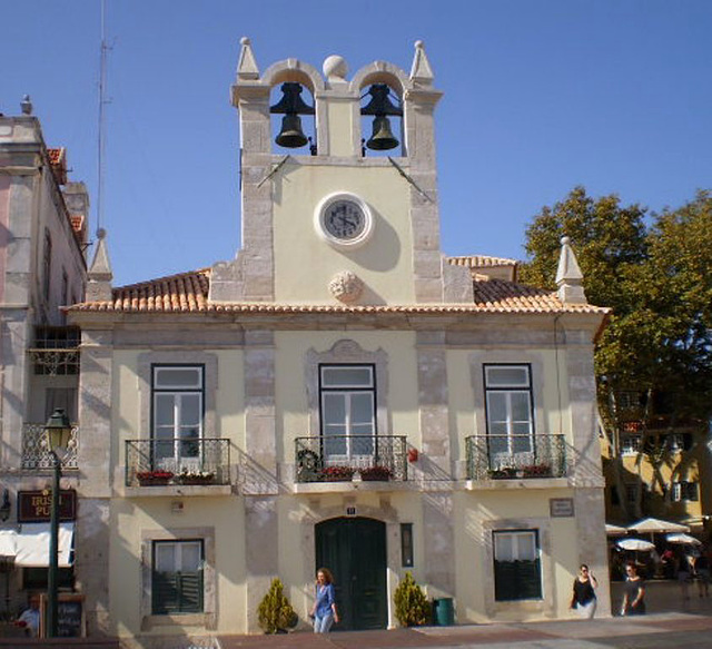 Ancient Town Hall (1821).