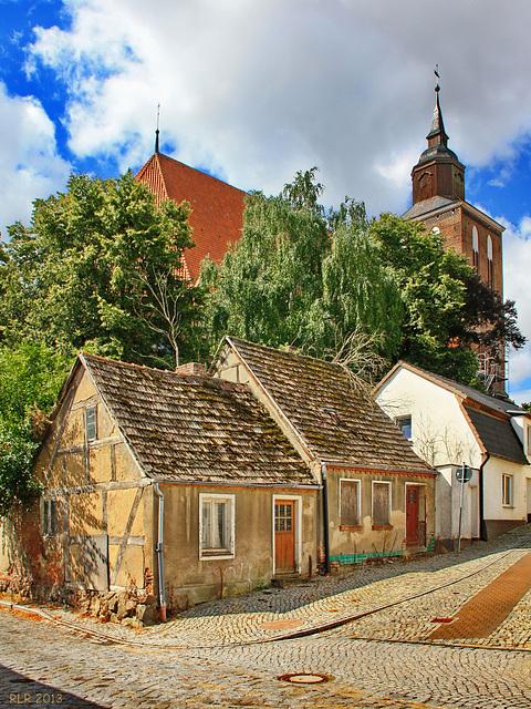 Altentreptow, hinter der Kirche