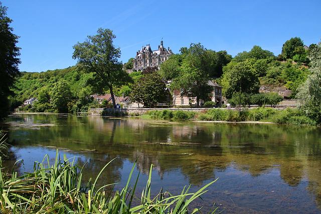 Le long du Loir , le château privé de Montigny-le-Gannelon ( 28 )