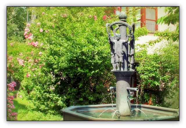 Schäfflerbrunnen  (Cooper fountain)