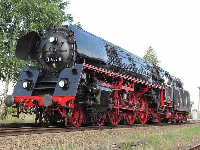 01 0509-8 ölgefeuerte Schnellzuglokomotive der Deutschen Reichsbahn