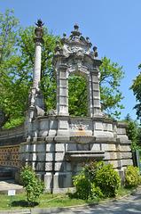 Массандровский Дворец, Часть подпорной стены с фонтанами