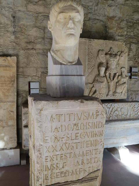 Musée archéologique de Split : IlJug III, 2090.