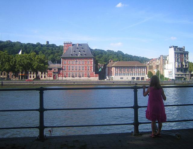 Arrêt au Musée Curtius de la navette fluviale