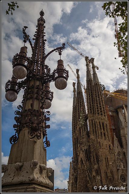 Laterne gegen Sagrada Familia