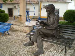 Statue of José Saramago.
