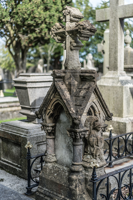 PHOTOGRAPHING OLD GRAVEYARDS CAN BE INTERESTING AND EDUCATIONAL [THIS TIME I USED A SONY SEL 55MM F1.8 FE LENS]-120190