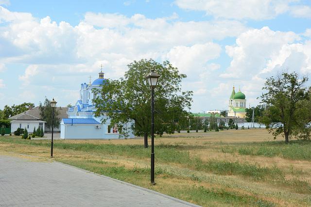 Две церкви в Измаильском мемориальном парке / Two churches in the Izmail Memorial Park