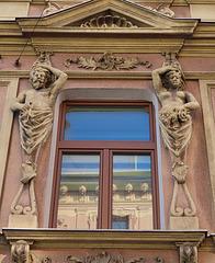 1 (35)..austria ..vienna..old house...new window