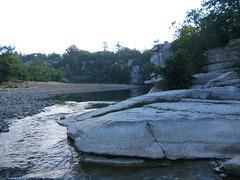 la rivière au lever du jour