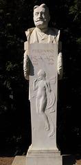 2 (142)f..austria vienna ...zentralfriedhof...churchyard..statue