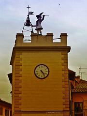 Uhrturm Torre di Pulcinella