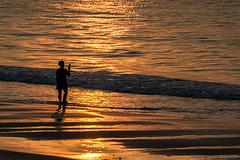 Sonnenaufgang am Strand von Phan Thiet (© Buelipix)
