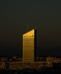 Lyon - la tour du crédit agricole depuis le jardin des curiosités