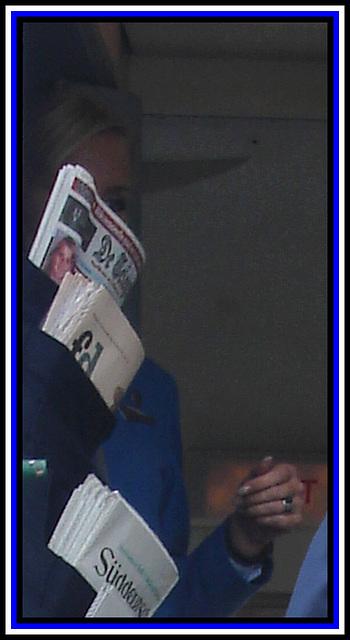 Elle aime les journaux.......