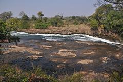 La rivero ĝuste antaŭ la akvofalo